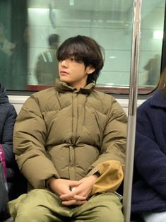 Taehyung on the subway Jungkook ‪★ BTS Weverse 200111 Taehyung Selca, Jhope, Bts Bangtan Boy, Daegu, K Pop, Foto Bts, Bts Boyfriend, Bts Love, V Bts Wallpaper