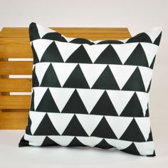 Almofada Triângulo! - Tadah! Design - 89,90