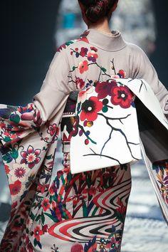 The Kimono Gallery Oriental Fashion, Ethnic Fashion, Kimono Fashion, Furisode Kimono, Kimono Fabric, Traditional Kimono, Traditional Dresses, Modern Kimono, Kimono Design