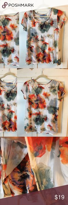 Perfect Floral Watercolor Print Classic Top Super soft and comfy! Sheer overlay adds movement and detail. Frayed hems by design. Well loved and cared for with price accounting wear (shown in pics). Thanks for looking! Simply Vera Vera Wang Tops