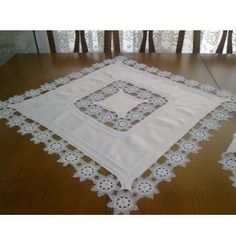 dantel mutfak takımı ve tepsi örtüleri (17) Crochet Bedspread, Crochet Doilies, Crochet Lace, Crochet Borders, Textiles, Fiber Art, Diy And Crafts, Embroidery, Stitch