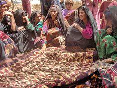 Een handgemaakt Afghaans tapijt // Afghan rug weavers ◆Afghanistan - Wikipedia http://nl.wikipedia.org/wiki/Afghanistan #Afghanistan