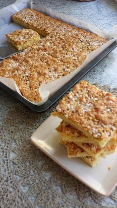 Näitä on tosi nopea leipoa ja maku on myös kohdillaan :) 150 g voita 2 dl sokeria 4 munaa ½ sitruunan raastettu kuori 3 dl vehnäjau... Cut Out Cookie Recipe, Cut Out Cookies, Cookie Recipes, Finnish Recipes, Sweet Pie, Menu Restaurant, Deli, Brownies, Brunch