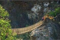 Puente inca tendido sobre el río Pucayacu, conecta a los distritos ancashinos de Llama y Yauya. Perú