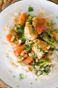 A quick dinner recipe for peanut chicken stir fry with a creamy coconut peanut sauce, chicken breasts, broccoli and red peppers. Quick Dinner Recipes, Quick Easy Meals, Yummy Recipes, Cooking Recipes, Peanut Chicken Stir Fry, Peanut Recipes, Recipe Creator, Stuffed Whole Chicken, Original Recipe