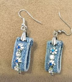DIY earrings - Amazing what you can make from bits of leftover jeans. - Makeup Techniques Headlight , DIY earrings - Amazing what you can make from bits of leftover jeans. DIY earrings - Amazing what you can make from bits of leftover jeans. Textile Jewelry, Fabric Jewelry, Beaded Jewelry, Jewellery, Jewelry Rings, Leather Earrings, Leather Jewelry, Diy Denim Earrings, Gold Earrings