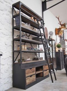 Vintage industrial – Eclectic Home Decor Today Industrial Farmhouse Decor, Vintage Industrial Furniture, Industrial Design, Audio Room, Iron Furniture, Office Interior Design, Eclectic Decor, Interior Architecture, Design Salon