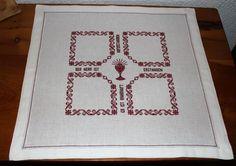 Rugs, Home Decor, Dots, Tejidos, Punto De Cruz, Souvenirs, Red Fabric, Basket, Crosses