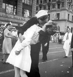 """""""The War is Over"""" Famous photo of a kiss in 1945."""