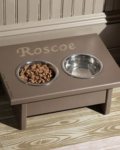 Dog Dining Station= The Martha Stewart Show This easy-to-build dog feeding station raises your pet's food and water to a more comfortable level and keeps your floor neat. Dog Station, Dog Feeding Station, Food Dog, Dog Food Recipes, Martha Stewart Pets, Nifty Diy, Living Tv, Do It Yourself Inspiration, Dog Crafts