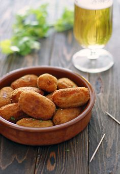 croquettes are recipe 56 of the classic version of 1080 Recipes by Simone Ortega. Cuban Recipes, Fish Recipes, Appetizers For Party, Appetizer Recipes, Puerto Rico Food, Pernil, Bar A Vin, Cuban Cuisine, Spanish Tapas