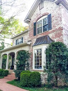 Like the look of sand-blasted brick exterior on this Columbus home. carrie bradshaw lied home Future House, My House, House Goals, Exterior Design, Exterior Paint, Exterior Colors, Exterior Homes, Modern Exterior, French Country Houses Exterior