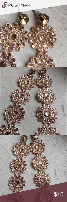 Lightweight gold dangly earrings. Pretty statement earrings, very light and easy to wear Jewelry Earrings
