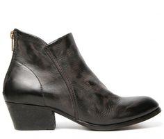 Apisi Black Boot