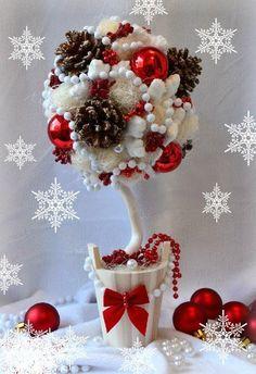Enfeite de Natal branco e vermelho em toparia