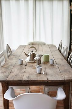 Mix of Chairs with rustic table. Coco&filles...