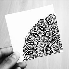 The Effective Pictures We Offer You About Mandala Art A quality picture can tell you many things. Mandala Doodle, Easy Mandala Drawing, Mandala Art Lesson, Mandala Artwork, Doodle Art Drawing, Simple Mandala, Mandala Painting, Pencil Art Drawings, Art Drawings Sketches