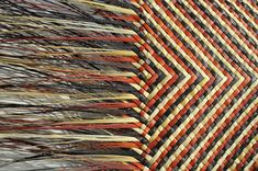 Shona Tawhiao Maori Fibre Artist and Designer Flax Weaving, Weaving Art, Weaving Patterns, Loom Weaving, Basket Weaving, Maori Designs, Maori Art, Handbag Patterns, Weaving Techniques