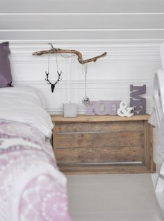 white walls grey flooring, hints of pink in furnushings Pink Decor, House Interior, Interior Inspiration, Deco Chic, Home Bedroom Design, Bedroom Inspirations, Indoor Decor, Home Bedroom, Dresser As Nightstand
