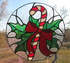 Candy Cane Holly Suncatcher - Frosty Background Stained Glass Ornaments, Stained Glass Paint, Stained Glass Christmas, Stained Glass Designs, Stained Glass Projects, Stained Glass Patterns, Slumped Glass, Fused Glass, Tiffany Kunst