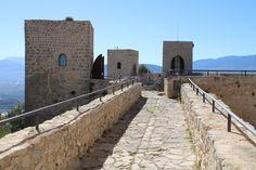 visita al Castillo de Santa Catalina en Jaén Cata, Sidewalk, Building, Travel, Castle Ruins, Monuments, Castles, Tourism, Cities