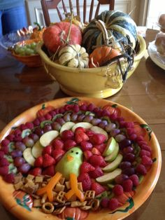Troy Neves' adorable, kid-pleasing fruit platter. http://photos.mercurynews.com/2012/11/27/readers-thanksgiving-masterpieces/