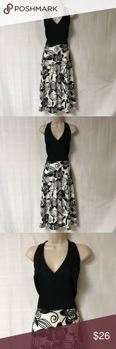 Liz Claiborne Blk/Wht Pattern Halter Dress SZ 14 This dress is so pretty! It is Black/white with a gorgeous pattern and style. It has a halter style of neckline. It has a fitted bodice and an A- line hemline. Sorry no trades. Liz Claiborne Dresses