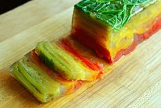 Summer Vegetable Terrine - Peppers and Tomatoes Kebab Recipes, Raw Food Recipes, Vegetarian Recipes, Terrine Recipes, Loaf Recipes, Vegetarian Options, Easy Recipes, Dessert Recipes, Cold Snacks