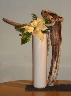 Ikebana With Driftwood Ikebana Arrangements, Creative Flower Arrangements, Ikebana Flower Arrangement, Beautiful Flower Arrangements, Floral Arrangements, Art Floral, Floral Design, Flower Show, Flower Art