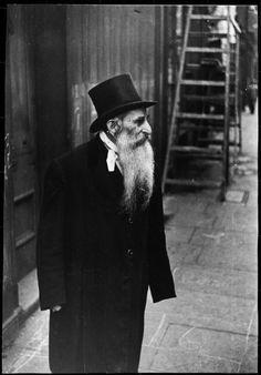 Henri Cartier-Bresson: London, England 1933 Magnum Photos -