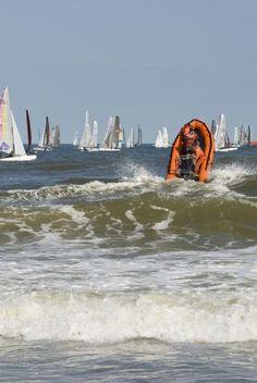 Ronde van Texel, met catamarans. De branding was heel sterk., door: Margo Schoote