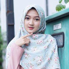Hijabi Girl, Girl Hijab, Hijab Bride, Disney Wedding Dresses, Pakistani Wedding Dresses, Hijab Dp, Hijab Chic, Street Hijab Fashion, Muslim Fashion