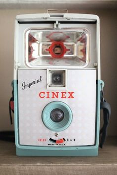 Vintage Cinex camera - great ideas for decorating with old cameras eclecticallyvintage.com