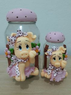 Biscoito da Claudia Polymer Clay Projects, Clay Crafts, Diy And Crafts, Diy Dolls Tutorial, Crochet Waffle Stitch, Clay Jar, Gingerbread Ornaments, Cute Cows, Decorated Jars