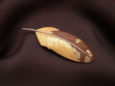 jim kelso Feather Pin 22k gold, copper, shibuichi length 7.4cm (2.9 inches)