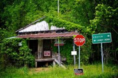 Home of the Martha oil and gas field. This old store is like a billboard. Old Abandoned Buildings, Abandoned Places, Appalachian Mountains, Appalachian People, Mountain Music, Old Country Stores, Fantasy Forest, My Old Kentucky Home, Along The Way