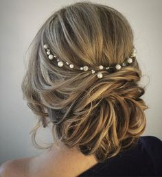 This boho wedding updo hairstyle #weddinghair #hairstyle #weddinghairstyles