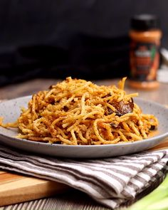 Use Deliciou's Bacon Seasoning to make a delicious vegan carbonara pasta. This recipe features a creamy carbonara sauce, as well as mushrooms seasoned with Deliciou Bacon Seasoning for that bacony kic Vegan Dinner Recipes, Veg Recipes, Vegan Dinners, Whole Food Recipes, Vegetarian Recipes, Cooking Recipes, Healthy Recipes, Vegan Recipes Videos, Recipies