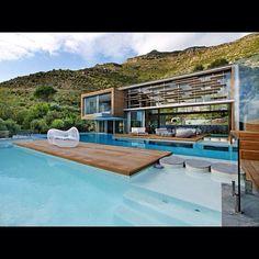 Pool deck Amazing Architecture, Interior Architecture, Building Architecture, Organic Architecture, Cool Swimming Pools, Pool Designs, Exterior Design, Exterior Homes, Future House