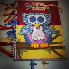 Caderno de receitas . Motivo coruja. Papel scrap, apliques, fitas,, pregadores, regua, cola, dupla face e fita banana