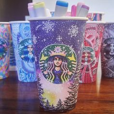Starbucks Crafts, Starbucks Cup Art, Starbucks Logo, Starbucks Drinks, Starbucks Cup Drawing, Copo Starbucks, Tumblers, Coffee Cup Art, Tumbler Designs