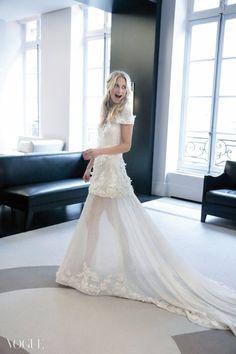Poppy Delevingne in Chanel wedding dress by Karl Lagerfeld ou comment montrer ses jambes sans montrer ses jambes