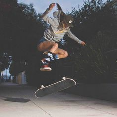 sexy treflip #skateboarding #skategirl #skater #SkateEveryDamnDay #venicebeach #California #XS