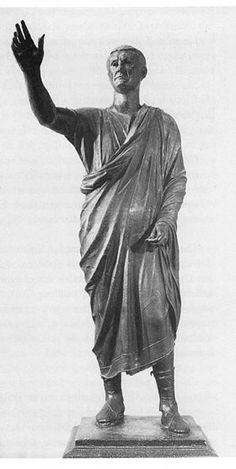 AUTORE. Ignoto NOME:Arringatore DATAZIONE: Fine II-inizio I secolo a.C.MATERIALE E TECNICA: bronzo LUOGO DI CONSERVAZIONE: Museo Archeologico Nazionale, Firenze.