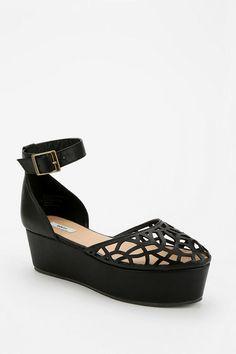 Kimchi Blue Laser-Cut Flatform Sandal, URBAN OUTFITTERS