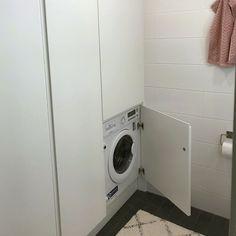 Pesukoneen saa kätevästi piilotettua katseilta kylpyhuoneen tai kodinhoitohuoneen kaappiin ovien taakse.