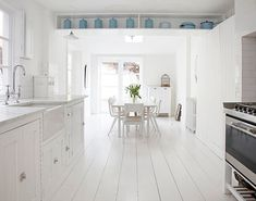 I Heart Shabby Chic: Painted White Floorboards Shabby Chic Style 2012 Painted Floorboards, White Floorboards, White Wood Floors, Painted Floors, Painted Boards, Best Interior, Interior Styling, Interior Decorating, Decorating Ideas
