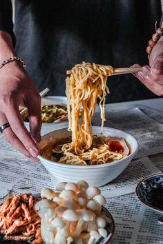 Ramen Recipes, Milk Recipes, Noodle Recipes, Vegetarian Ramen, Vegetarian Recipes, Beetroot Burgers, Garlic Uses, Black Garlic, Vegan Dishes