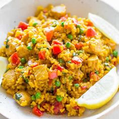 Easy Chicken Paella - If you're never made it before here's how with this EASY recipe ready in 45 minutes! So much FLAVOR in every bite! Easy Chicken Recipes, Rice Recipes, Soup Recipes, Dishes Recipes, Recetas Puertorriqueñas, Chicken Paella, Spanish Dishes, Spanish Rice, Fried Rice