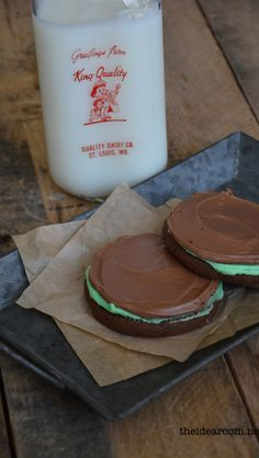 Today I am going to share the recipe with you so that you can make your own Brownie Mint Cookies. You guys are going to LOVE these! This recipe is from a local Cookie and Sandwich Shop and they are one of my family's favorites. Cookie Desserts, Just Desserts, Cookie Recipes, Delicious Desserts, Dessert Recipes, Yummy Food, Mint Cookies, Yummy Cookies, Yummy Treats